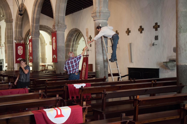 Religion ist auf den Azoren allgegenwärtig. Vorbereitungen für ein Fest in einer Kirche im Landesinnern auf Terceira. (Foto: ps)